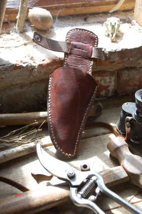 Leather sheath for pruning shears 2